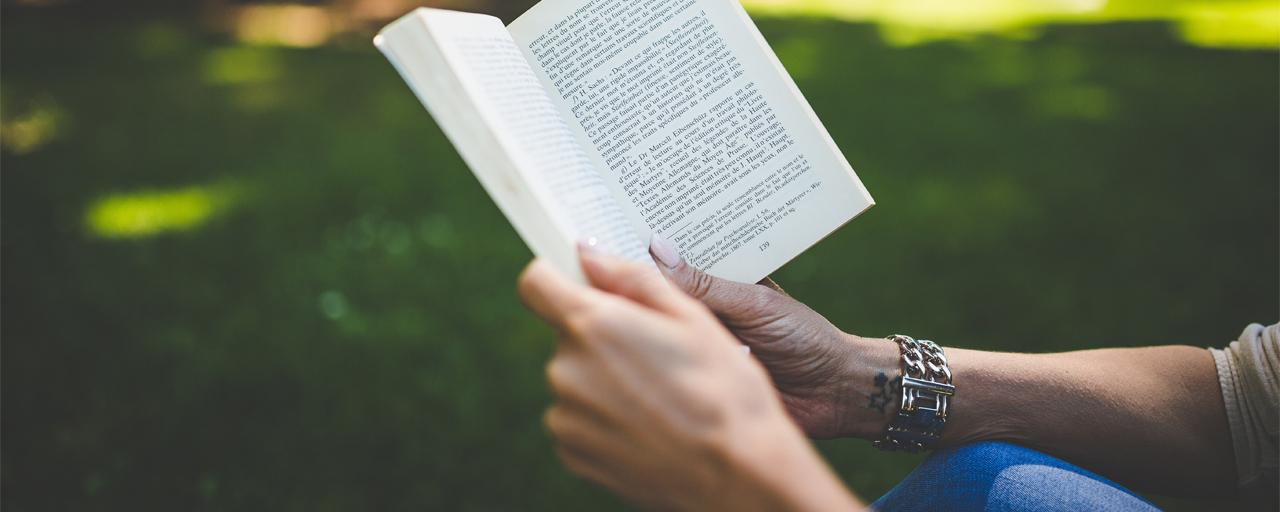 Empreendedor Digital - lendo um livro